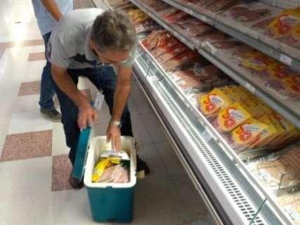 Vigilância coleta amostras de produtos alvos da 'Carne Fraca' para exames