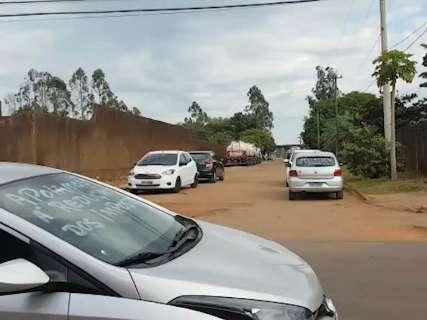 Motoristas mantêm bloqueio na frente de distribuidoras de combustíveis