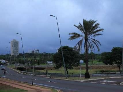 Domingo amanhece nublado e termômetros não passam dos 25ºC