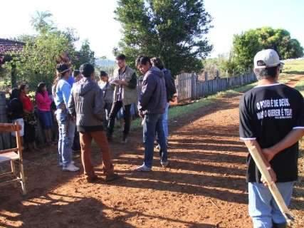Produtores rurais tentam retomar fazenda, índios resistem e um morre