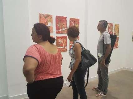 Quadro 'preso' atrai visitantes para últimas horas de exposição no Marco
