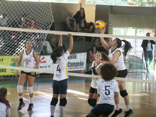 Torneio de voleibol define campeões nesta quarta-feira (Foto: FVMS/Divulgação)