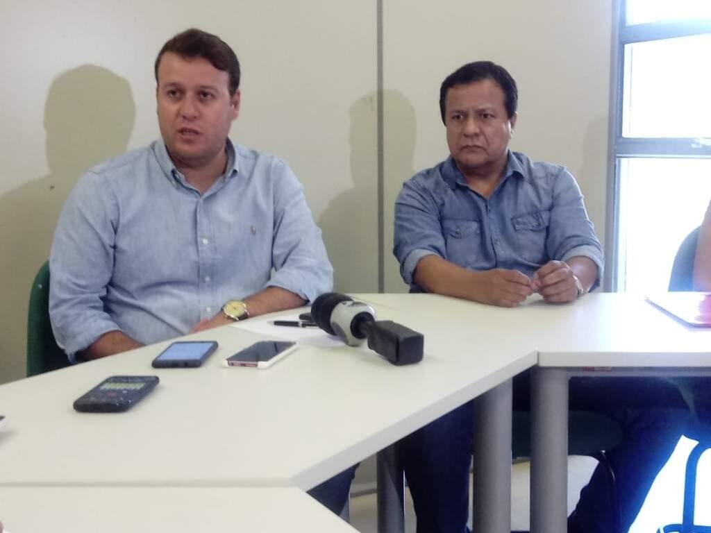 Felipe Matos (esq) e Amarildo Cruz, Chefe da unidade de educação fiscal da Sefaz, durante coletiva sobre o programa (Foto: Leonardo Rocha)