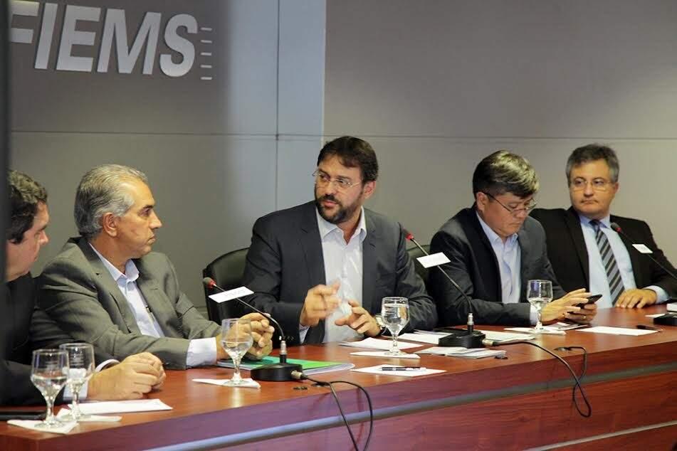 Reinaldo fez visitas a várias instituições nesta terça-feira, entre elas a Fiems, onde conversou também com Fecomércio e Famasul (Foto: Divulgação/Fiems)