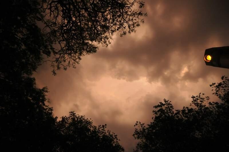 Temporal começou no final da tarde de ontem, mas volume de chuva não foi intenso (Foto: Alcides Neto)