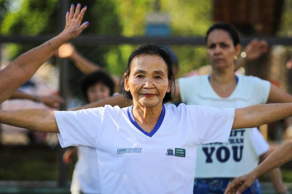 Dona Setsuko, de 78 anos, pratica a modalidade desde os 14. (Foto: André Bittar)