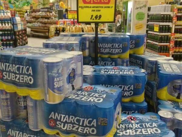 Consumidor diz que valor da cerveja é similar nos supermercados (Foto: Renata Volpe Haddad)