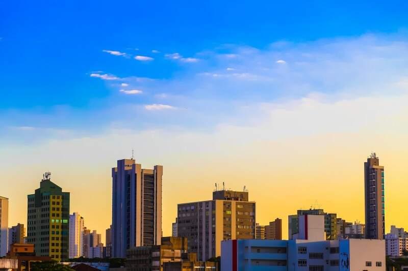Céu claro e previsão de calor nesta terça-feira. (Foto: Fernando Antunes)