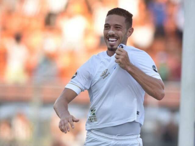 Jean Mota celebra gol no último minuto de jogo (Foto: Santos FC/Divulgação)