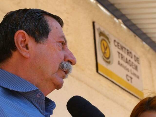 Advogado Renê Siufi no Centro de Triagem, em Campo Grande. (Foto: André Bittar).