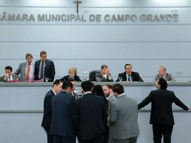 Parlamentares debatem projetos durante sessão na Câmara da Capital (Foto: Câmara Municipal /Divulgação