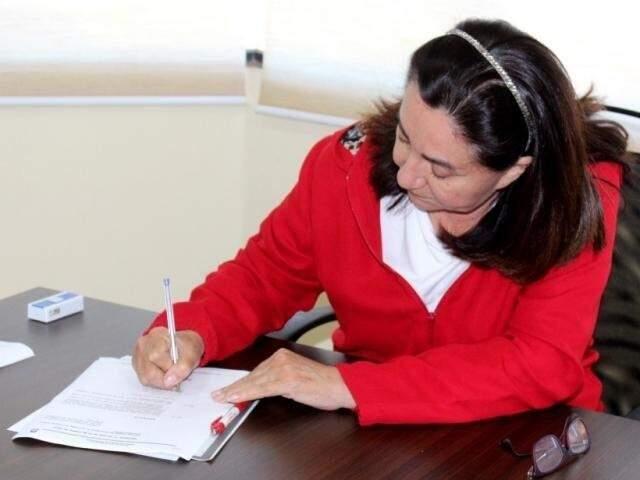 Délia Razuk durante assinatura de decreto. (Foto: A. Frota/Divulgação)