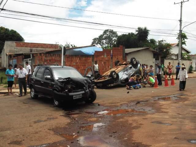 Leitora reclama de acidente em cruzamento do bairro.