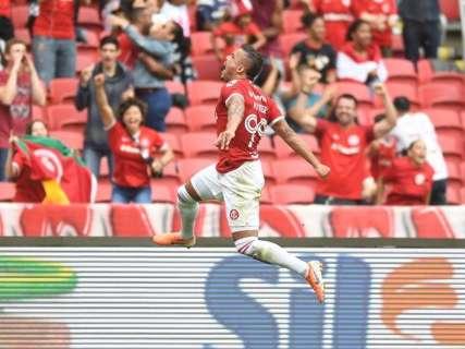 Sob vaias, Inter vence o Fluminense e segue vivo em luta pela Pré-Libertadores