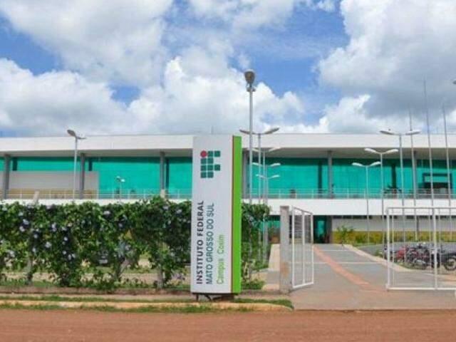 Campus de Coxim é uma das unidades com vagas. (Foto: Divulgação)