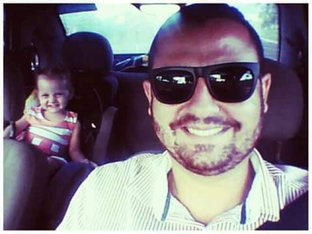 Não foi só a viagem entre pai e filho que não aconteceu. Seu João também não viu a alegria da neta, Cecília. (Foto: Arquivo Pessoal)