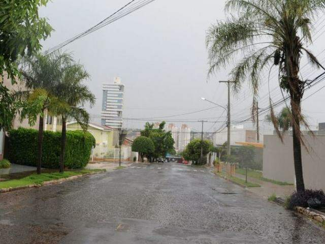 Chuva registrada neste domingo na região do Jardim do Estados (Foto: Paulo Francis)