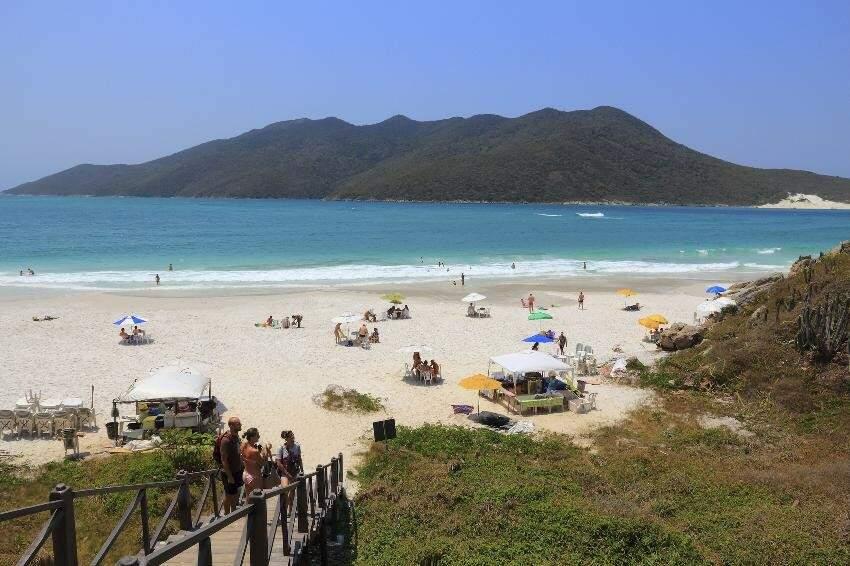 Praia de Cabo Frio no Rio de Janeiro é um dos destinos mais procurados por gente que se antecipa para economizar. (Foto: Divulgação)