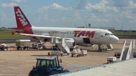 Passageira diz que está com gripe e avião fica retido em aeroporto