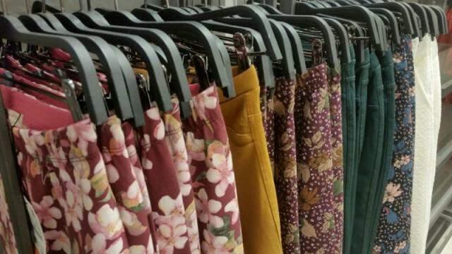 Na Zara, uma peça que compensa é a calça infantil, por R$ 49,00.