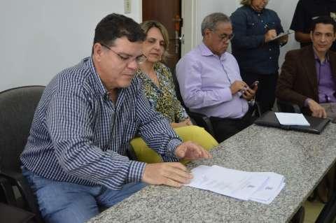 Bernal adia reunião com promotor que selaria reajuste para professores