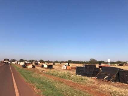 Sem-terra acampam à beira da BR-060 e são notificados a sair