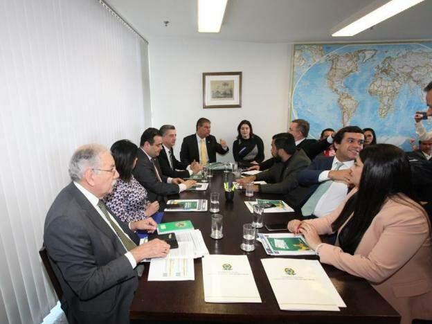 Parlamentares federais reunidos em Brasília para definir prioridades na apresentação de emendas ao Orçamento da União. (Foto: Divulgação)