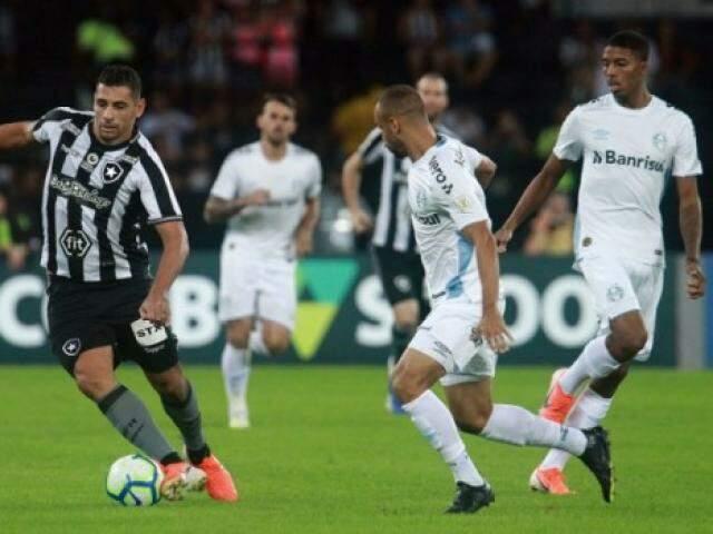 Jogadores durante partida nesta quarta-feira (Foto: Divulgação Twitter Botafogo)