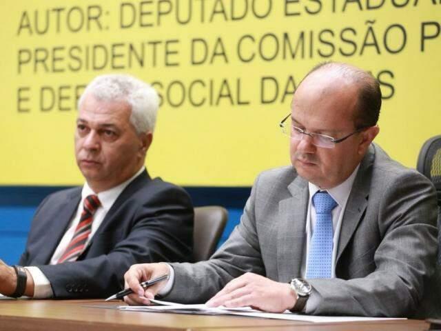 Deputados Cabo Almi (PT) e José Carlos Barbosa (DEM), defendem emenda coletiva (Foto: Divulgação /ALMS)