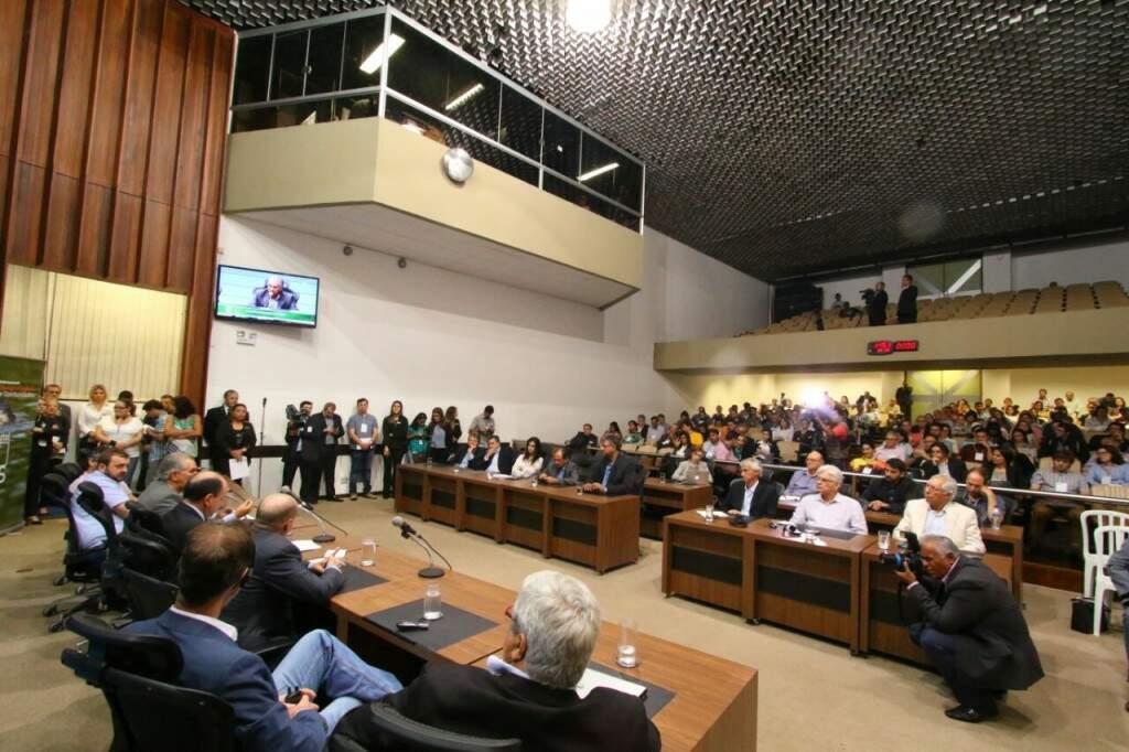 Plenário da Assembléia Legislativa durante evento que debateu a preservação do Pantanal, nesta tarde. (Foto: André Bittar)