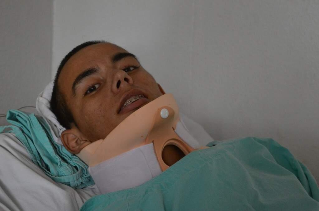 Marcos ficou tetraplégico, depois de um passeio com o carro do pai que foi parar de baixo d'água.