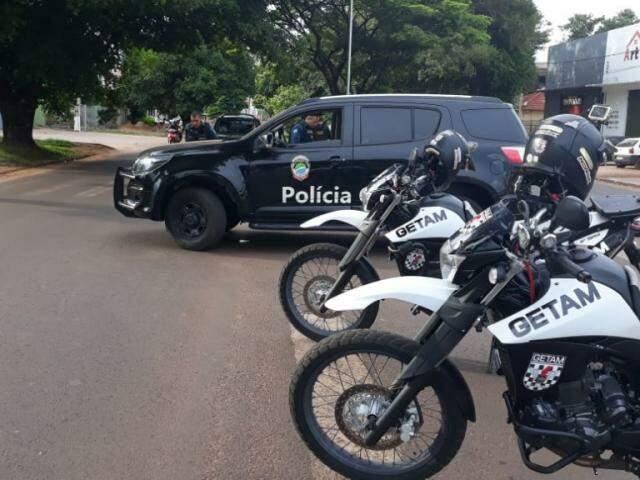 Barreira montada em uma das avenidas da região de fronteira. (Foto: Ponta Porã Informa)