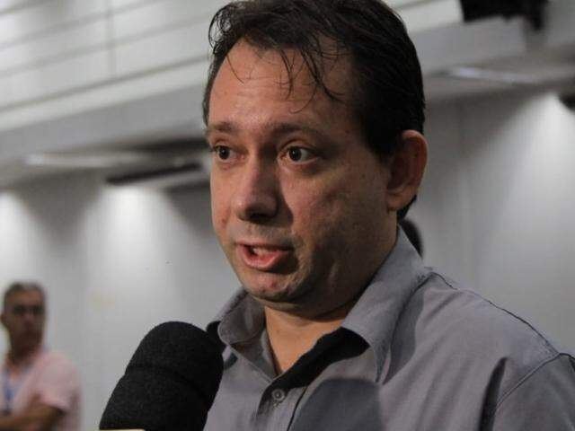 Coordenador comercial da Energisa, Jonas Ortiz Rudis afirma que entre dezembro e janeiro, a empresa identificou 23 picos no consumo de energia no estado (Foto: Marina Pacheco)