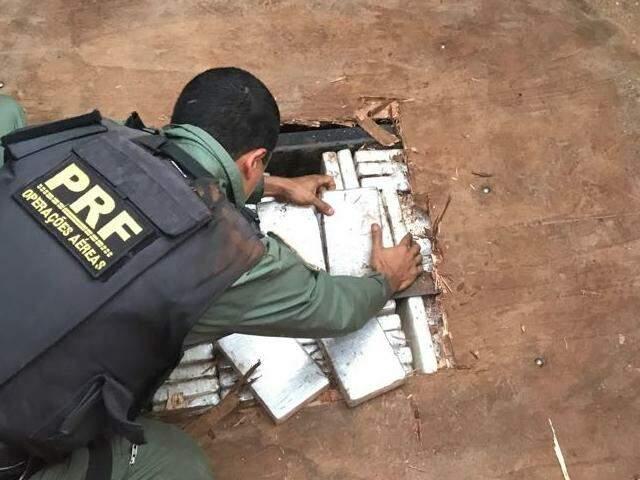 Cocaína escondida em carreta que saiu de Ponta Porã, aprendida pela PRF no dia 18 de agosto em Dourados (Foto: Divulgação)
