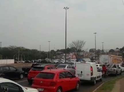 Rotatória da Gury Marques amanhece com semáforos desligados e congestionada