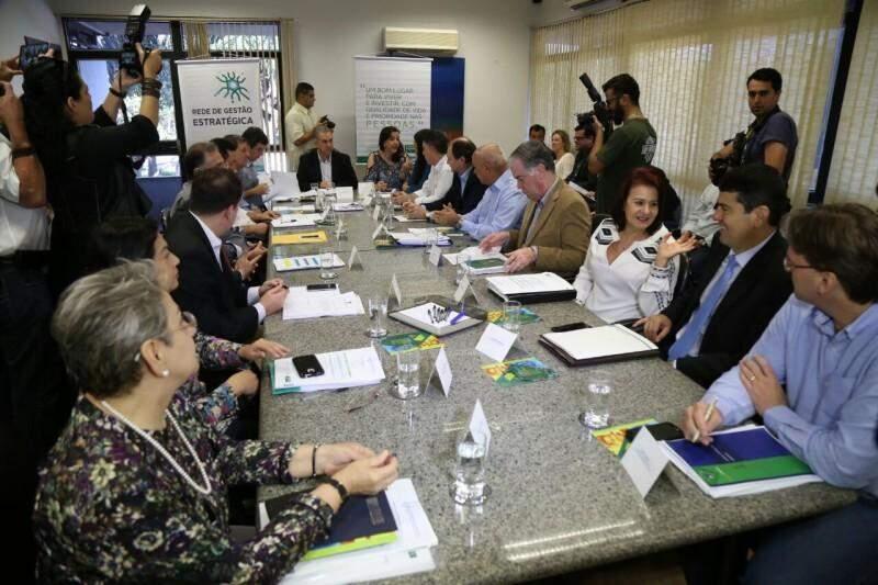 Reunião foi com todos os secretários para avaliar metas para 2016 (Foto: Fernando Antunes)