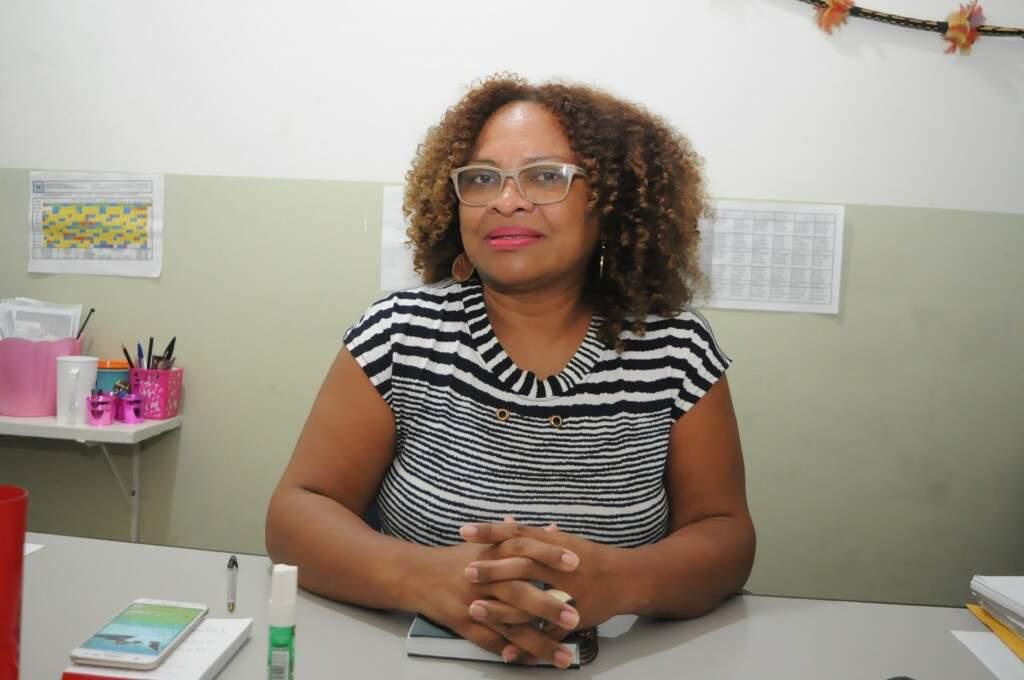 """Silvana de Souza, diretora da Escola Manoel Bonifácio Nunes da Cunha. """"Somos uma família"""". (Foto: Paulo Francis)"""
