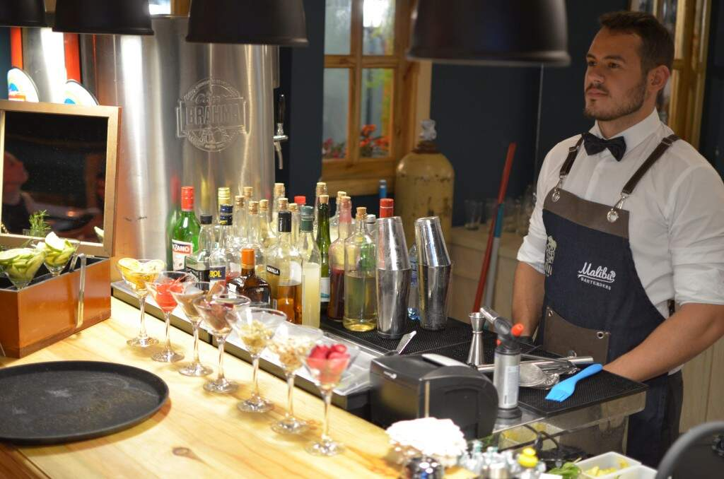 Coquetelaria Malibu comanda o bar. (Foto: Gustavo Maia)