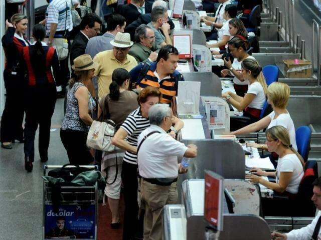 Idosos podem ficar isentos do pagamento de tarifa de embarque, dependendo da renda (Foto: Agência Senado)