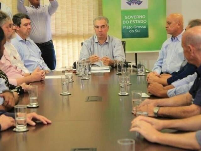 Governador Reinaldo Azambuja em reunião no início deste ano, quando falou da necessidade de redução de gastos (Foto/Arquivo: Marina Pacheco)