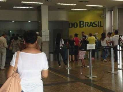 Banco do Brasil antecipa fechamento de agência e clientes reclamam