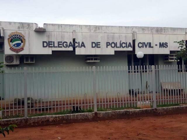 Fachada da delegacia de Polícia Civil em Aquidauana (Foto: O Pantaneiro)