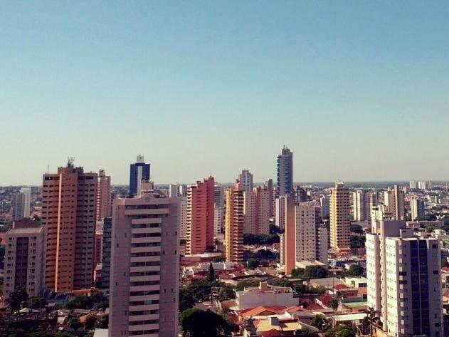 Céu ensolarado nesta quarta-feira em Campo Grande (Foto: Marcos Ermínio)