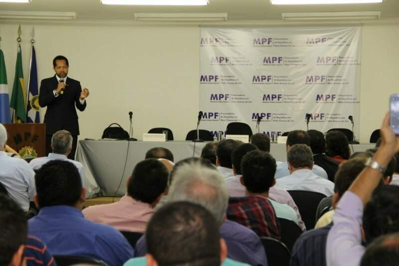Audiência Pública acontece durante toda a tarde em Campo Grande. (Foto: Marcos Ermínio)