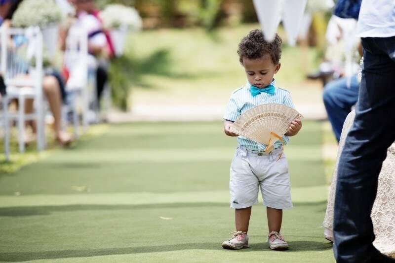Marcos Lucas, de 2 anos, parecia estar com muito calor. (Foto: Marcus Moriyama)