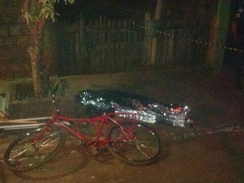 Pedreiro voltava de bicicleta para casa quando foi morto a tiros (Foto: Vicentina Online)