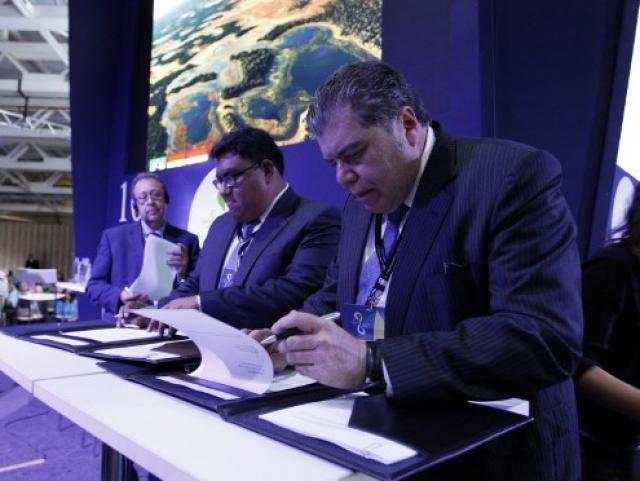 Assinatura ocorreu hoje em Brasília com ministros dos três países (Foto: Marcelo Armôa/Divulgação)