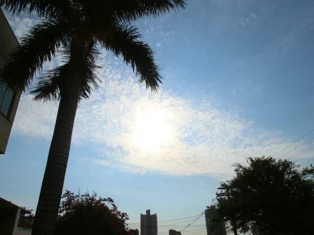 Céu deve permanecer com poucas nuvens na Capital (Foto: André Bittar)