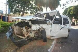 Rayssa dirigia um Uno pela rua Bahia, quando na avenida Mato Grosso, colidiu com um Honda Civic.