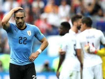 França avança às semifinais, com direito a frango do goleiro uruguaio